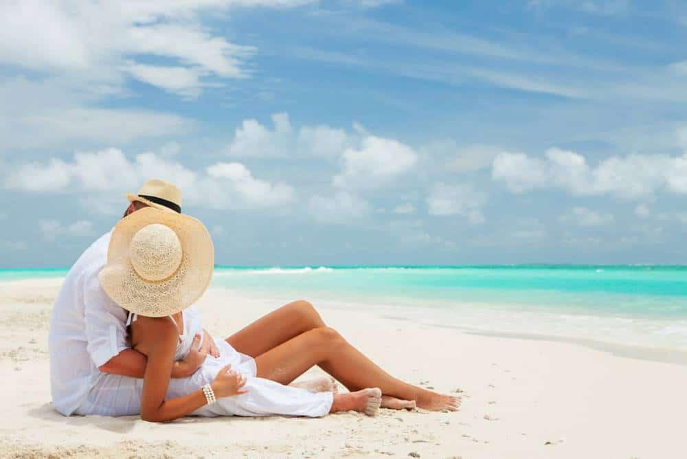 Biển bãi dài Cam Ranh cát trắng mịn, ấm áp quanh năm, nói kéo bước chân du khách